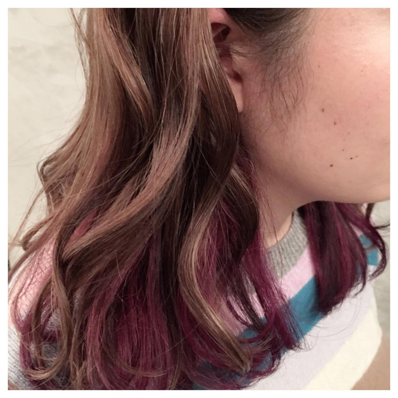 インナーカラー レッド ヘアマニキュア ハイライトヘアスタイルや髪型の写真・画像