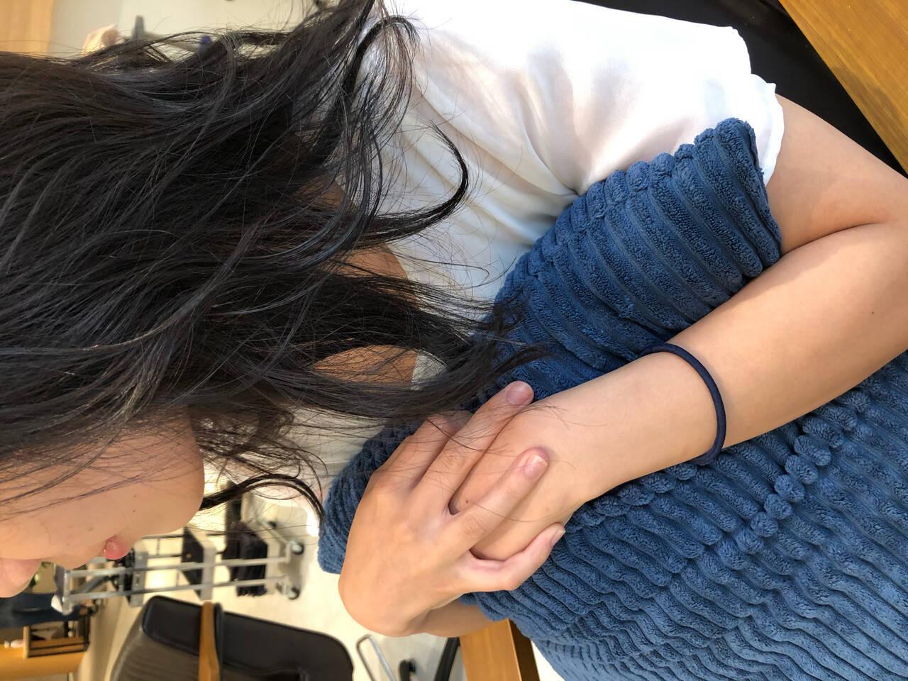 セミロング オリーブベージュ ブラウンベージュ オリーブカラーヘアスタイルや髪型の写真・画像