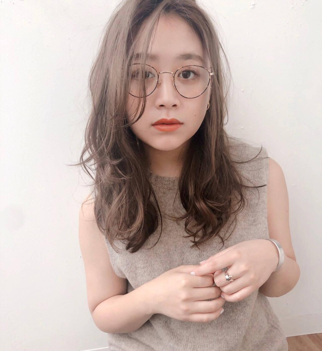 セミロング かき上げ前髪 流し前髪 センターパートヘアスタイルや髪型の写真・画像