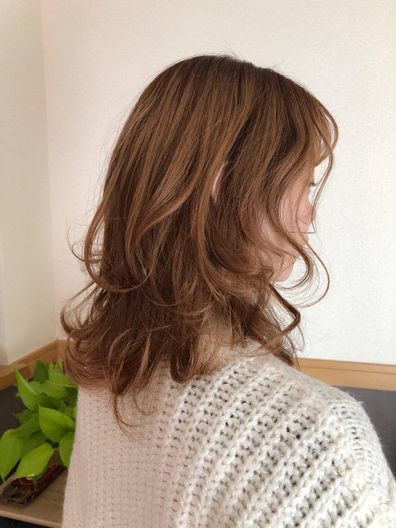 ウルフカット レイヤーカット レイヤースタイル フェミニンヘアスタイルや髪型の写真・画像