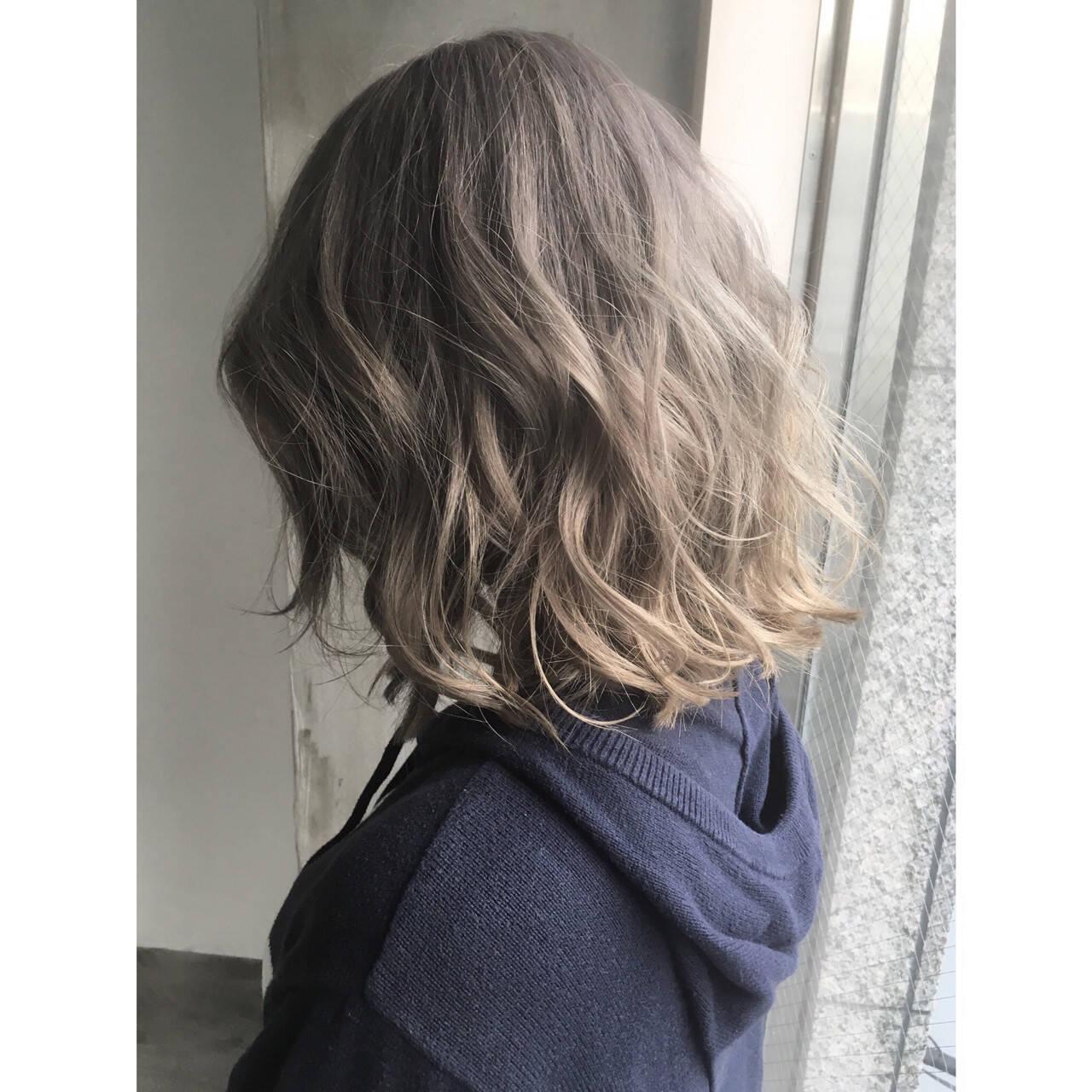 パーマ アッシュ 外国人風 ミルクティーヘアスタイルや髪型の写真・画像