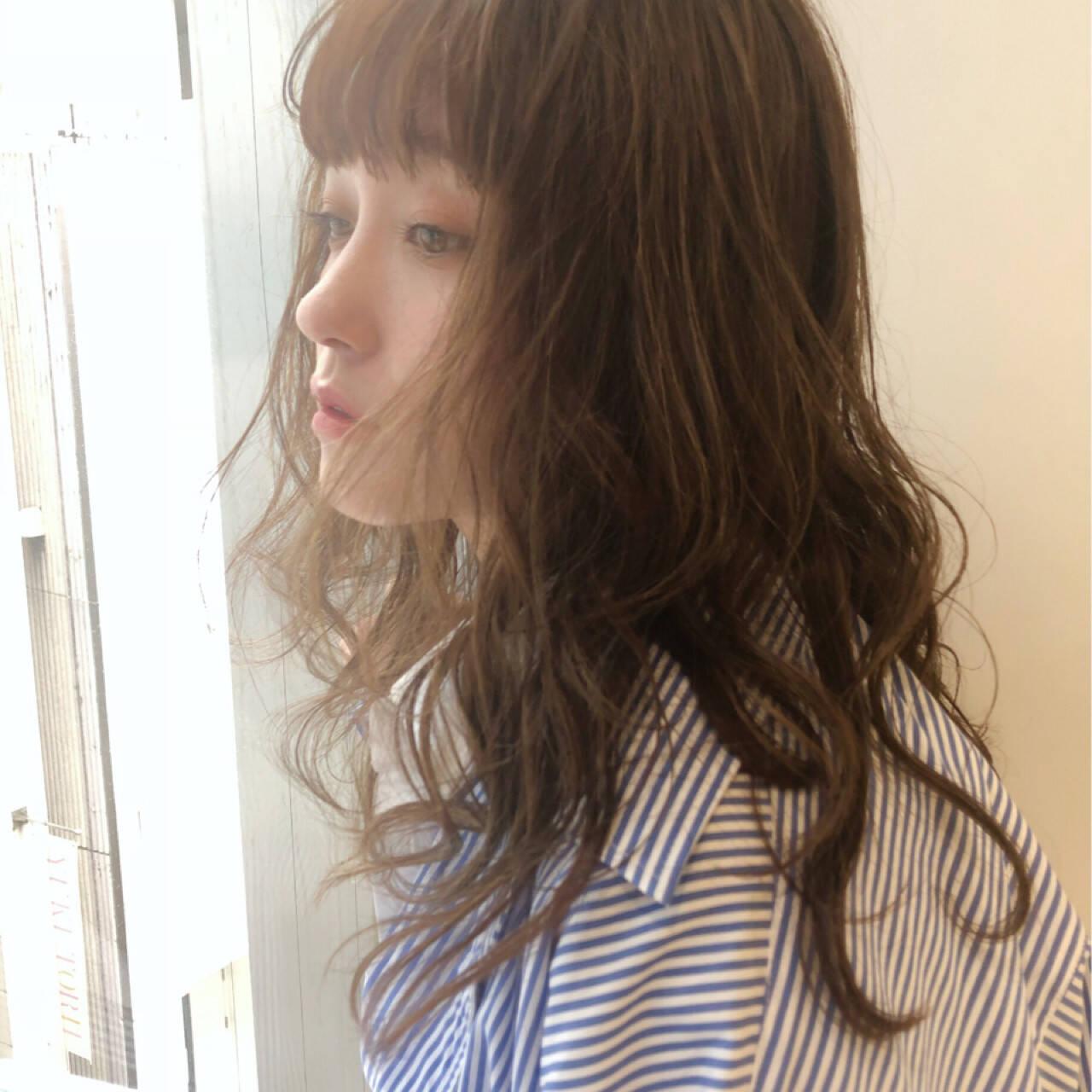 ミディアム アウトドア ゆるふわ オフィスヘアスタイルや髪型の写真・画像