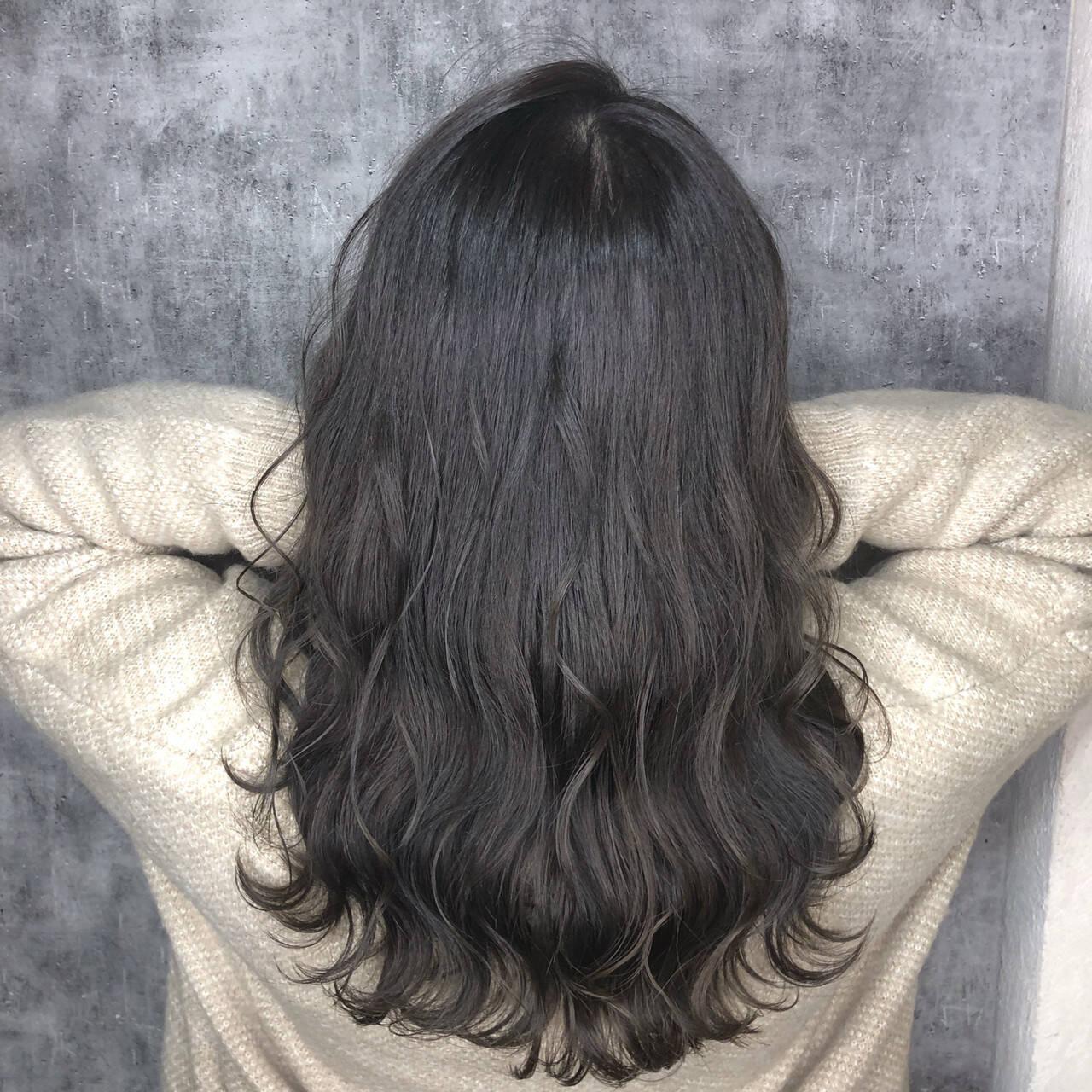 セミロング 簡単ヘアアレンジ アッシュグレージュ ダークグレーヘアスタイルや髪型の写真・画像