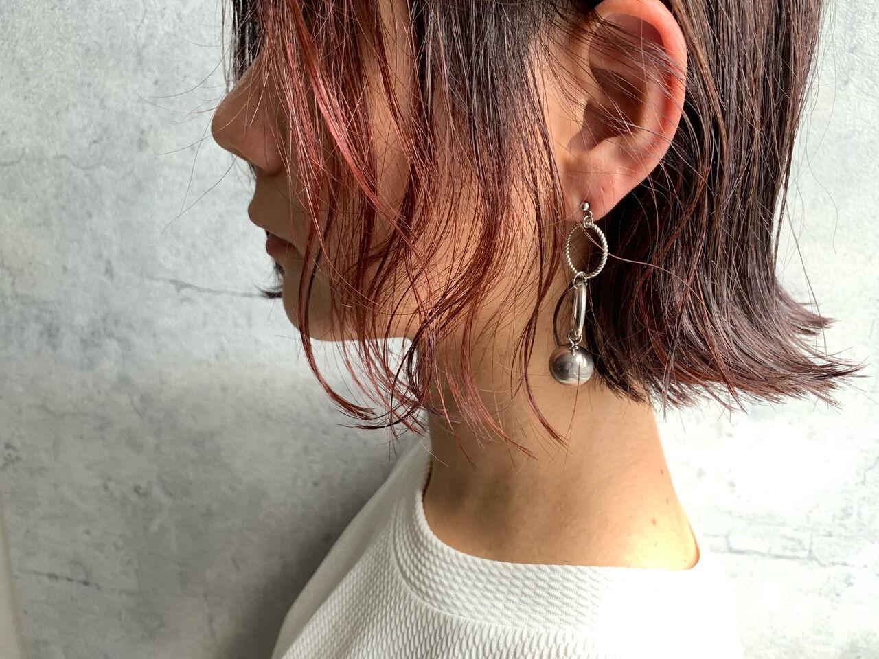 インナーカラー 切りっぱなしボブ ショートヘア ミニボブヘアスタイルや髪型の写真・画像