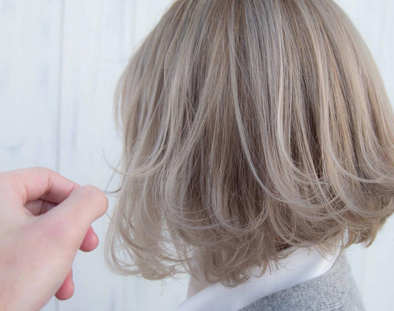 ミルクティーベージュ ボブ ホワイトグレージュ ベージュヘアスタイルや髪型の写真・画像