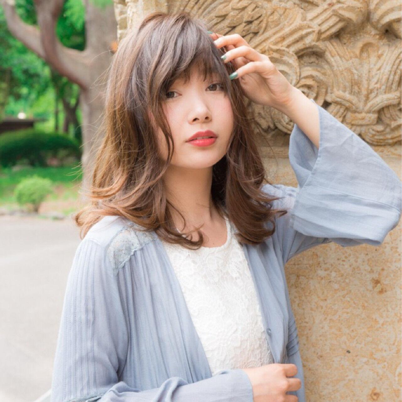 リラックス ボーイッシュ セミロング ウェーブヘアスタイルや髪型の写真・画像