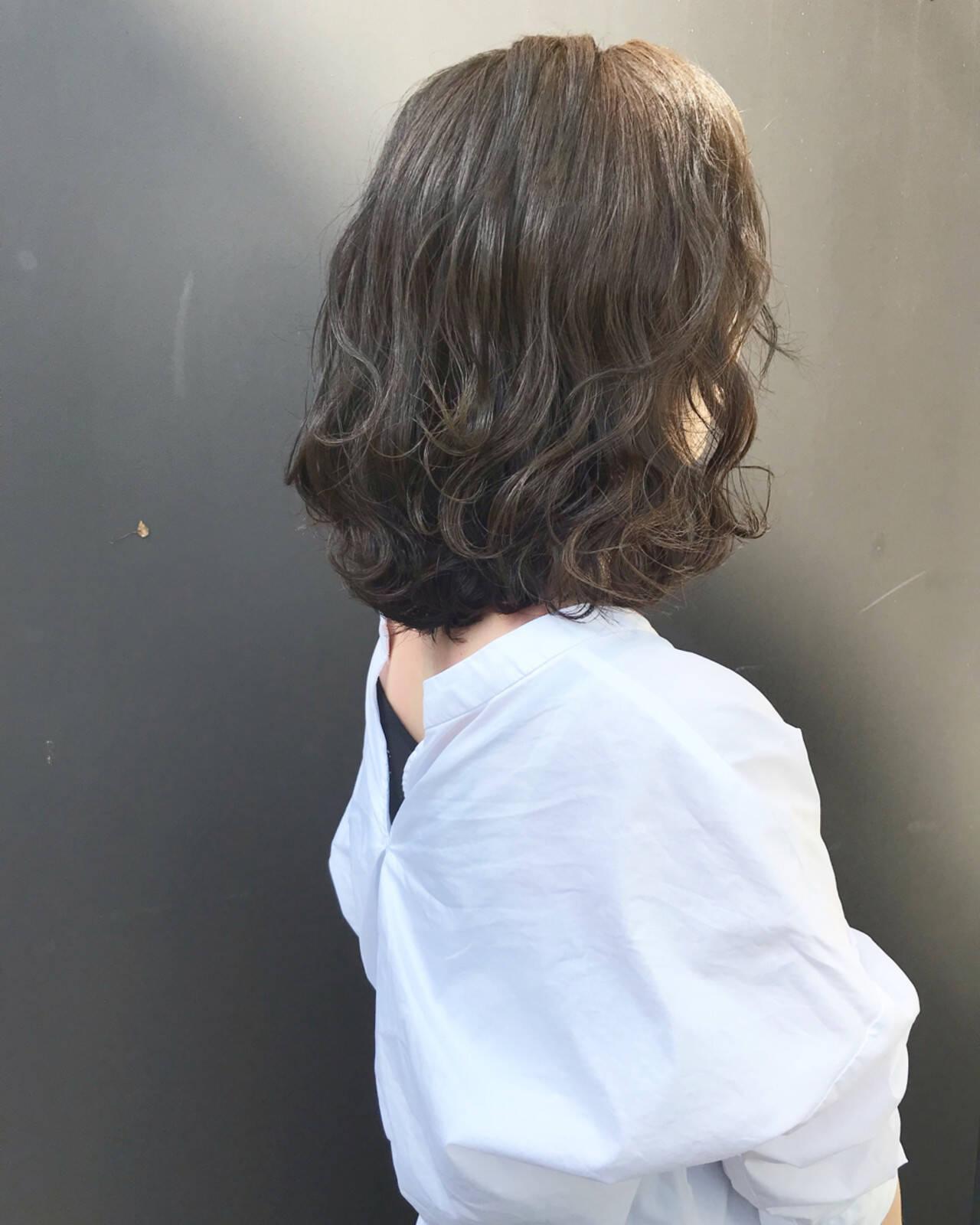 ボブ 波ウェーブ ロブ ナチュラルヘアスタイルや髪型の写真・画像