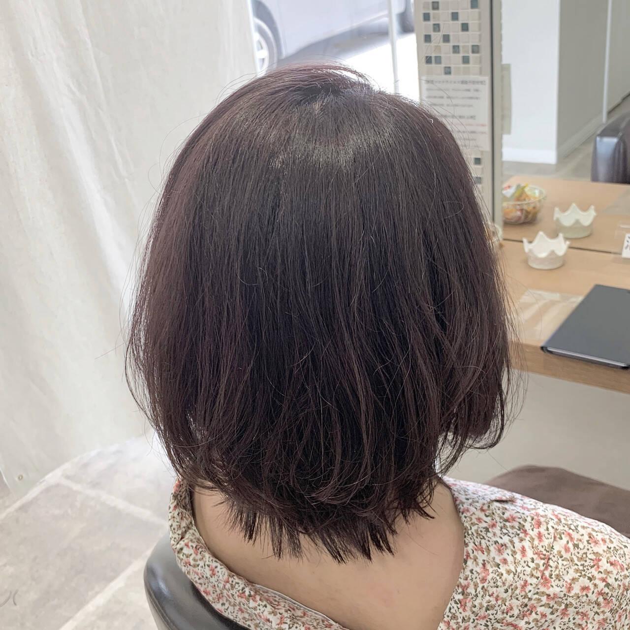 ミディアム ラベージュ 透け感ヘア フェミニンヘアスタイルや髪型の写真・画像