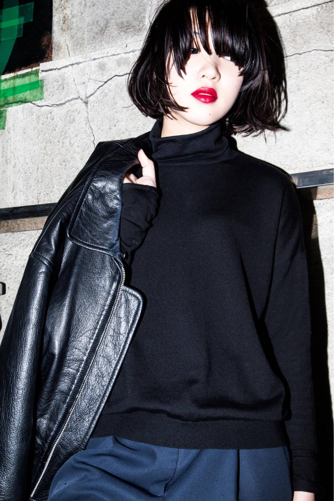 外ハネ 黒髪 モード 大人女子ヘアスタイルや髪型の写真・画像