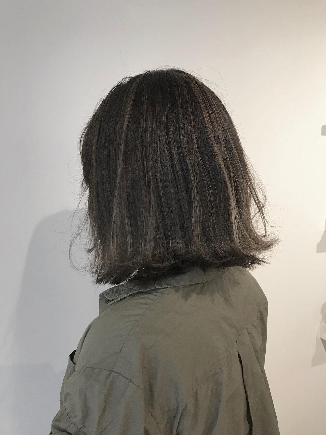 ローライト グレージュ 外国人風カラー アウトドアヘアスタイルや髪型の写真・画像