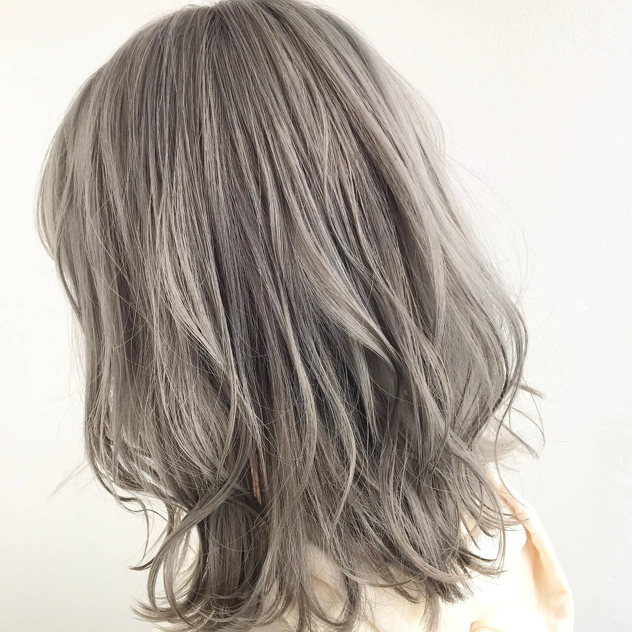 ミルクティーベージュ グレージュ ミルクティーグレージュ モードヘアスタイルや髪型の写真・画像