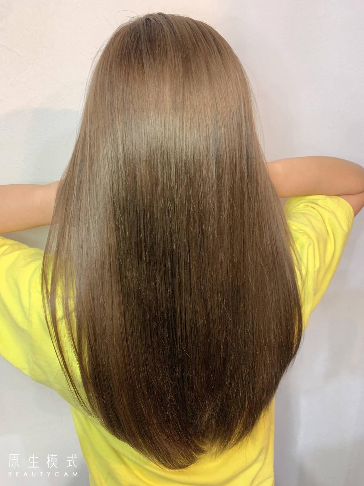 ナチュラル フォギーアッシュ フォギー セミロングヘアスタイルや髪型の写真・画像