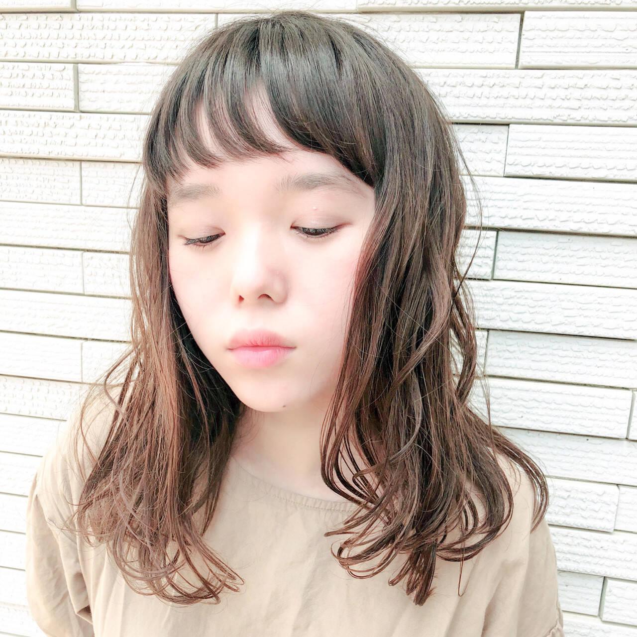 フェミニン 前髪あり ナチュラル ミディアムヘアスタイルや髪型の写真・画像
