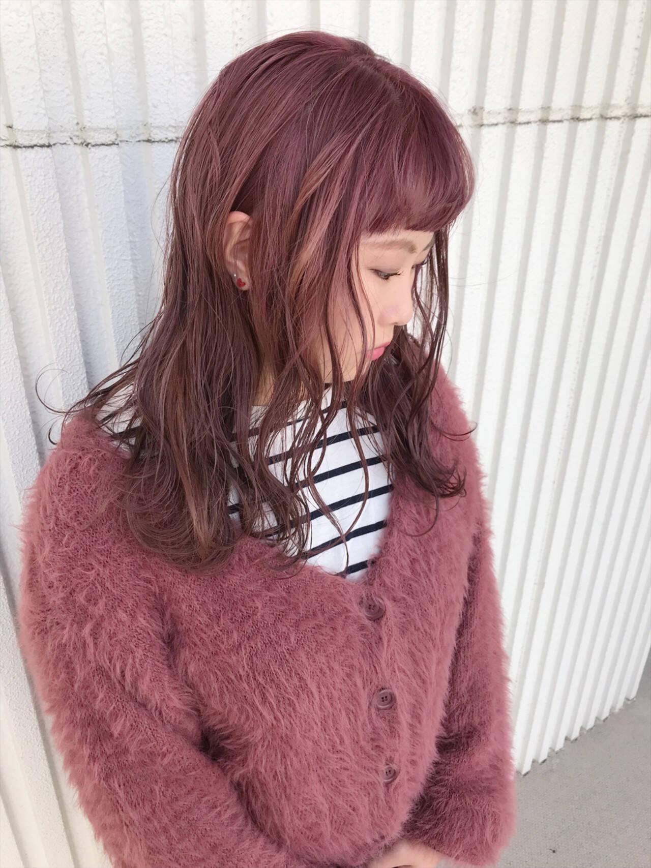 ベリーピンク 簡単ヘアアレンジ ガーリー ピンクヘアスタイルや髪型の写真・画像