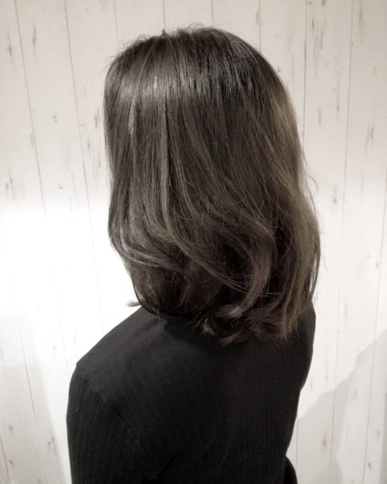 グレージュ ハイライト 透明感 ナチュラルヘアスタイルや髪型の写真・画像