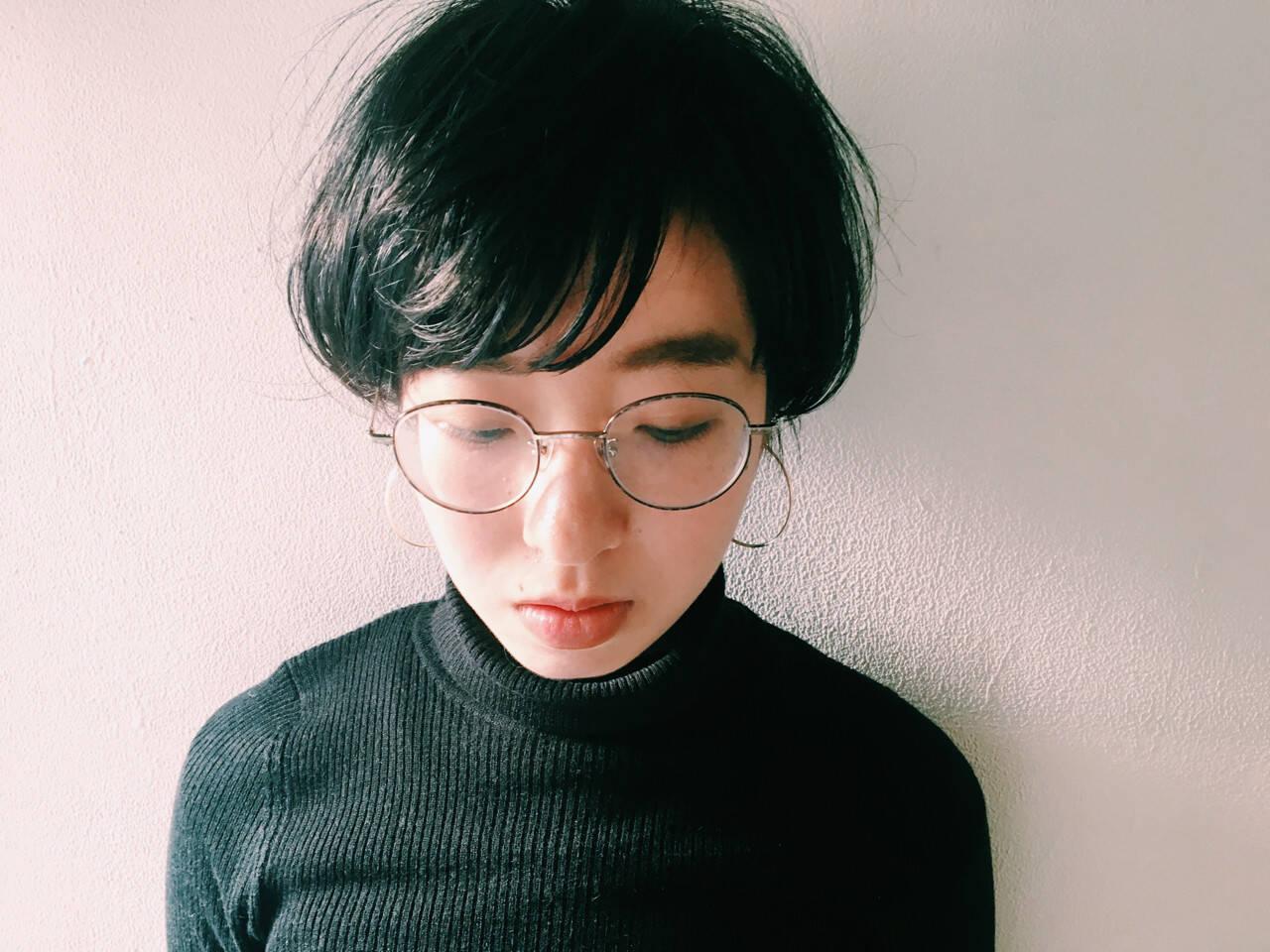 ショート 透明感 アッシュ 暗髪ヘアスタイルや髪型の写真・画像