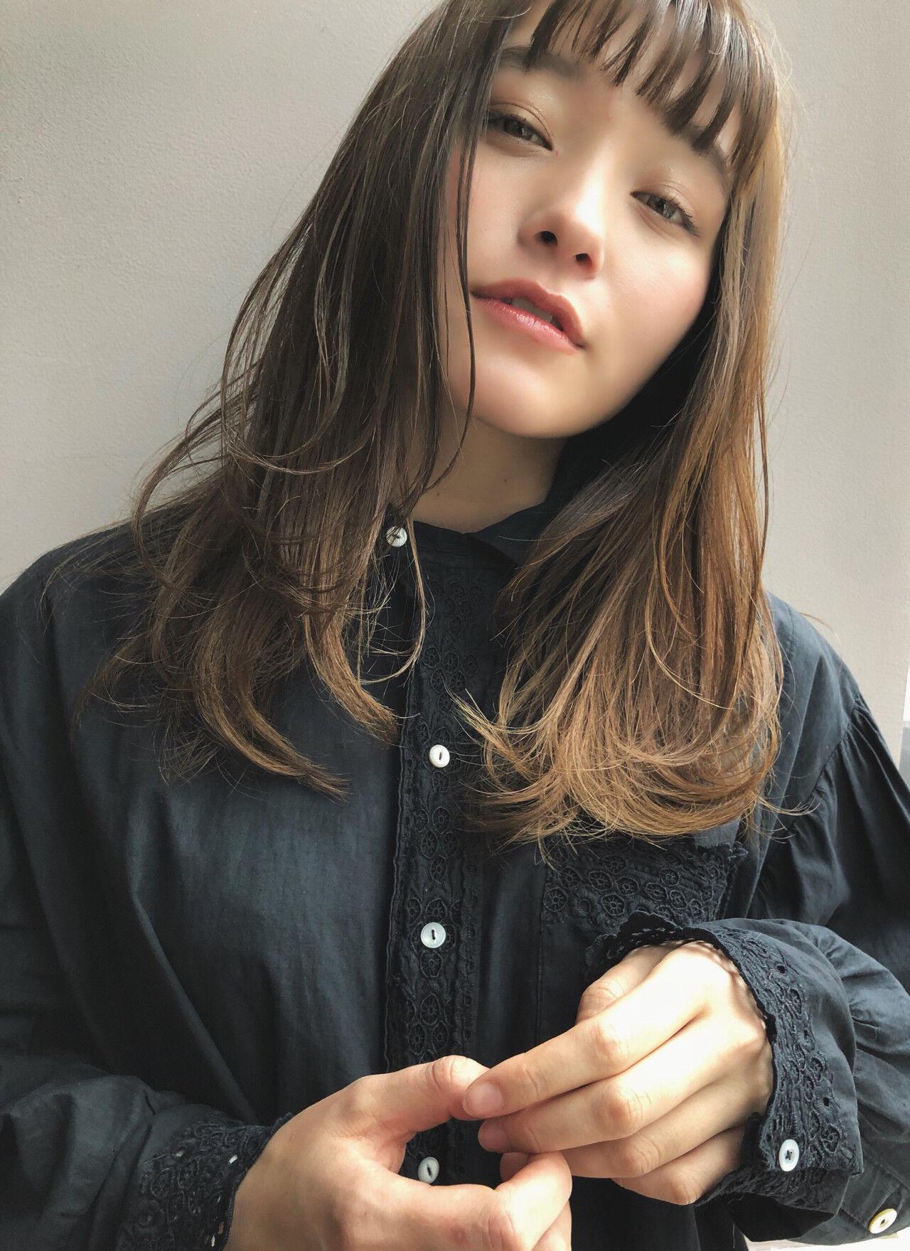 セミロング 色気 アンニュイ ゆるふわヘアスタイルや髪型の写真・画像