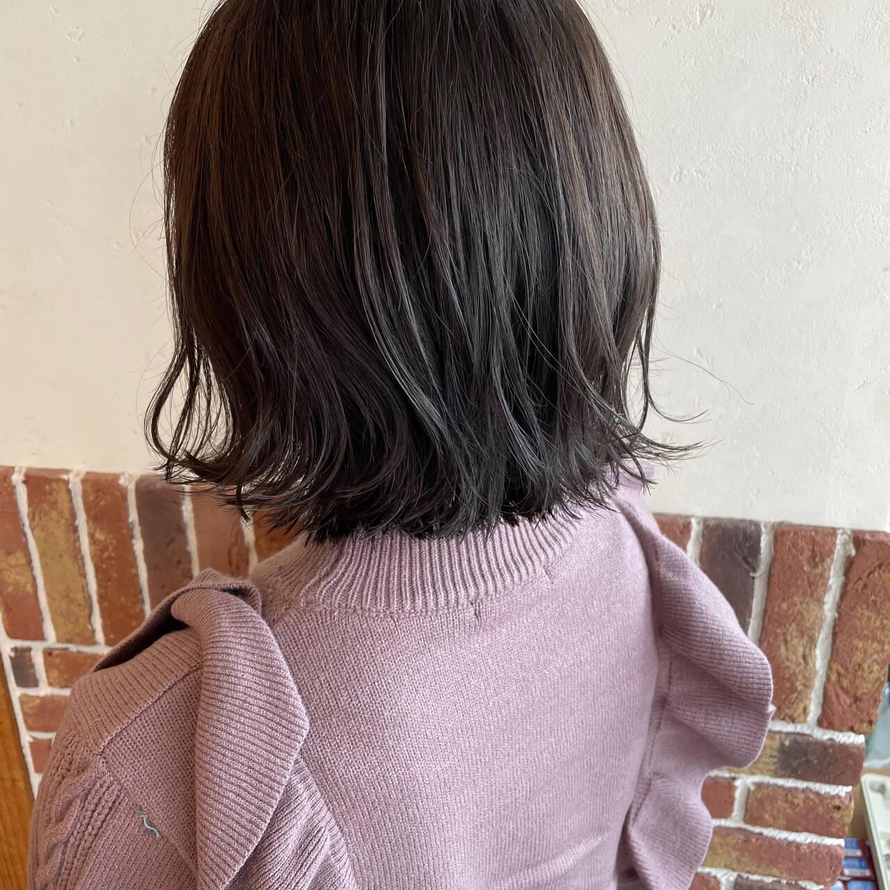 ナチュラル アッシュ シルバーアッシュ 外ハネボブヘアスタイルや髪型の写真・画像