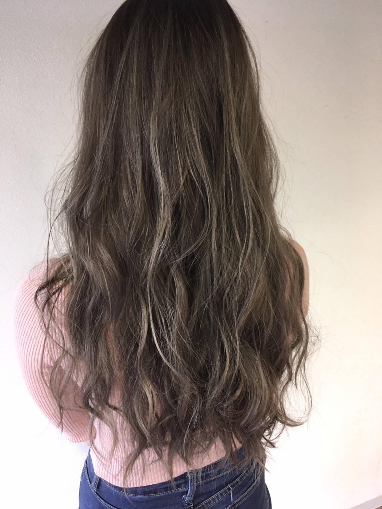 ホワイトアッシュ ロング ハイライト 外国人風ヘアスタイルや髪型の写真・画像
