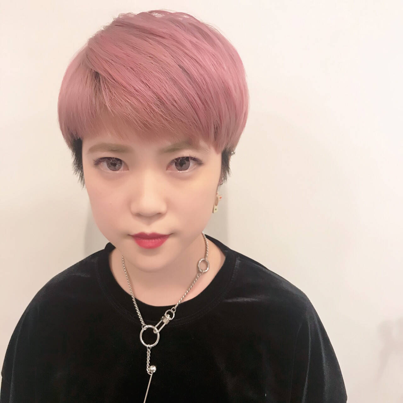 ショート ピンク ダブルカラー 外国人風カラーヘアスタイルや髪型の写真・画像