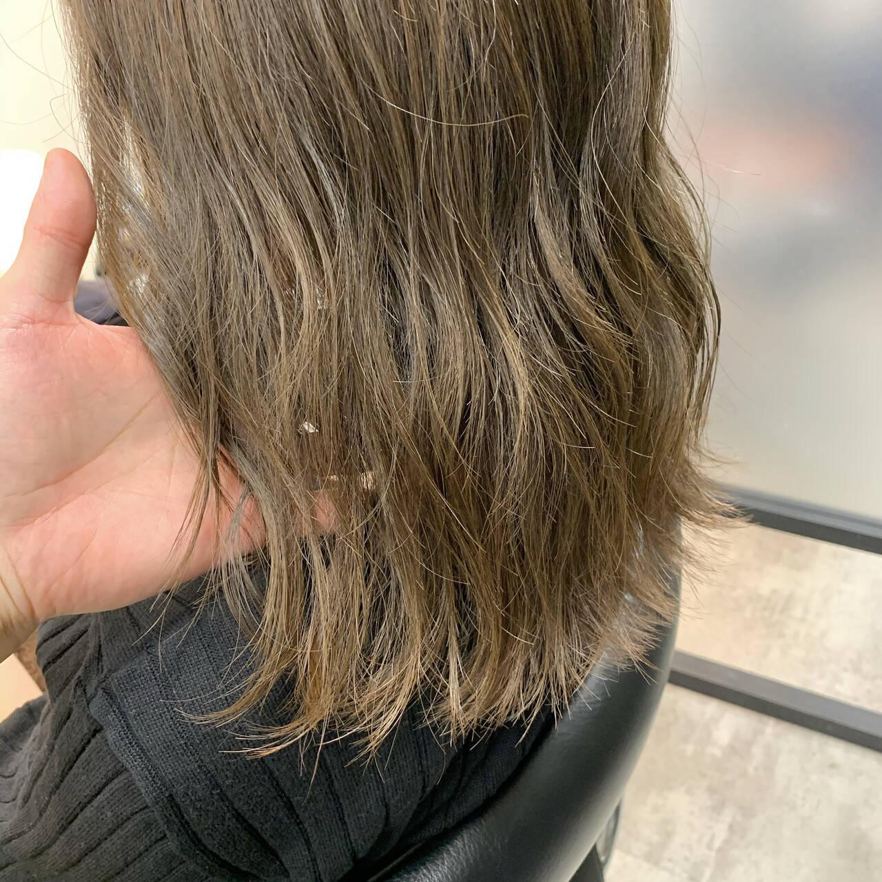 ヘアカラー ブリーチなし ベージュ グレージュヘアスタイルや髪型の写真・画像