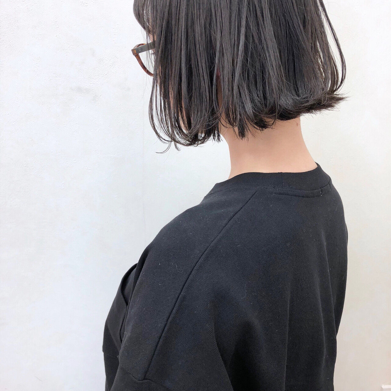 切りっぱなし 黒髪 前下がり 外ハネヘアスタイルや髪型の写真・画像
