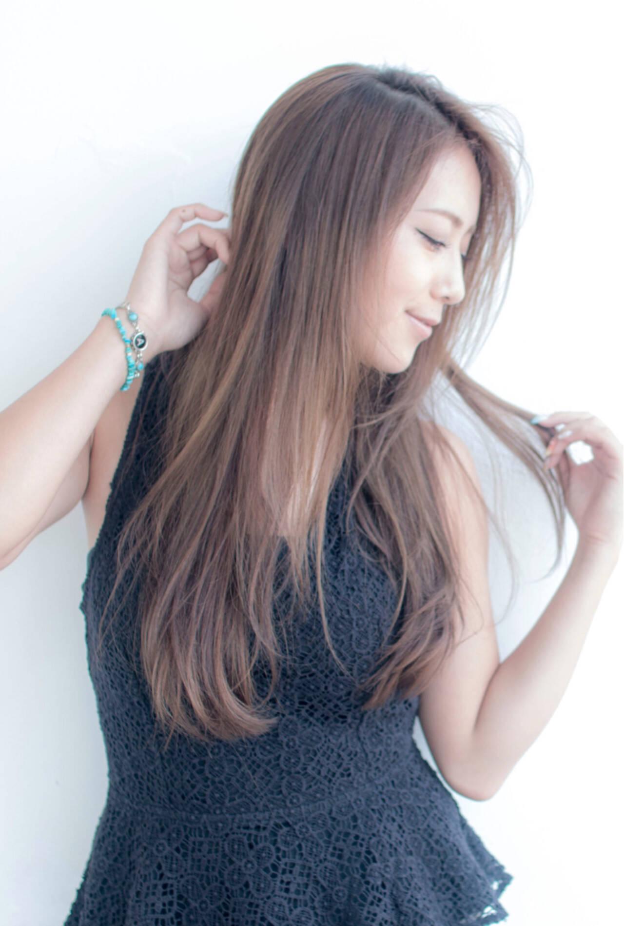 セミロング 梅雨 アンニュイ フェミニンヘアスタイルや髪型の写真・画像