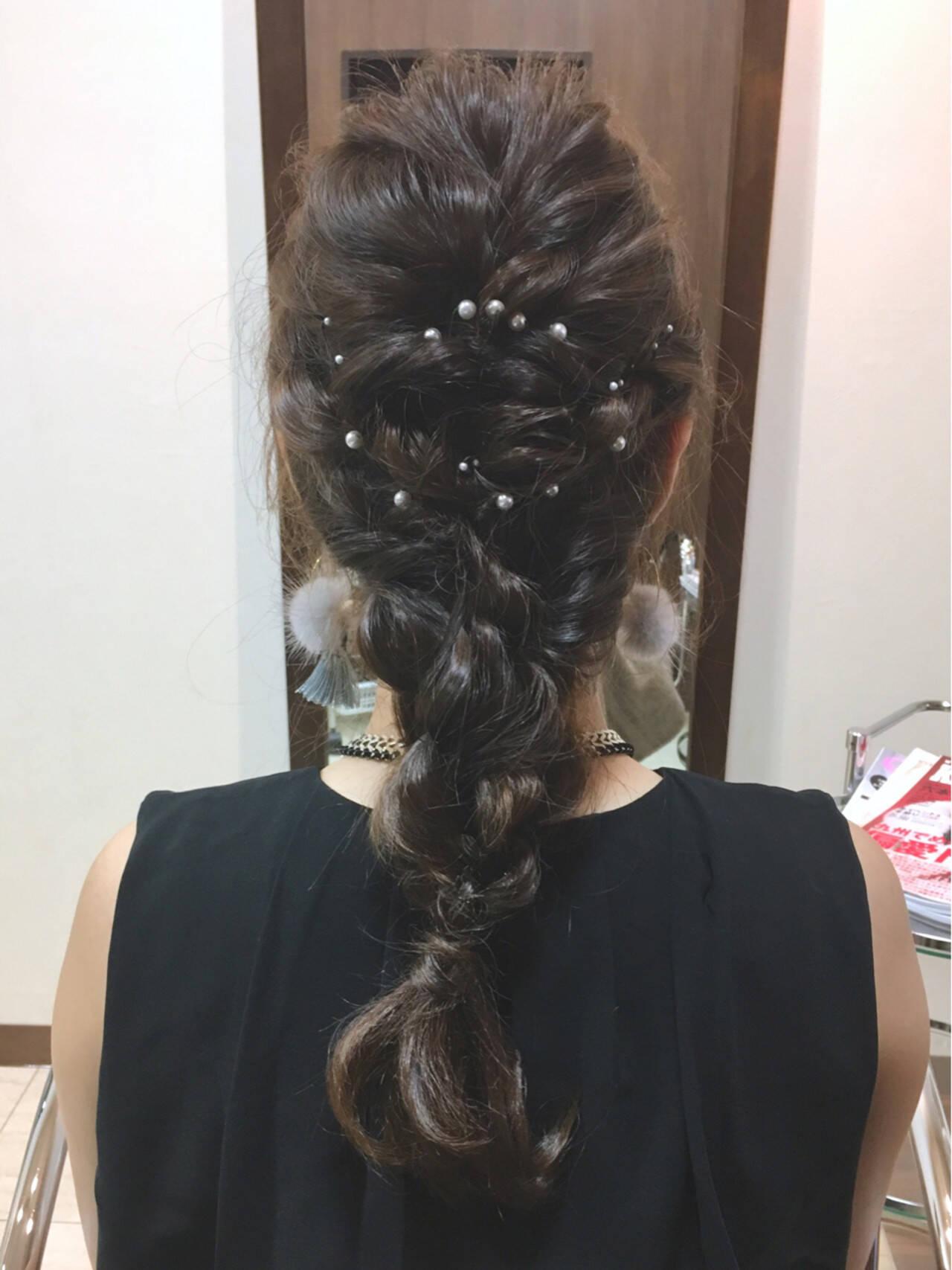 編み込み ロング ナチュラル パーティヘアスタイルや髪型の写真・画像