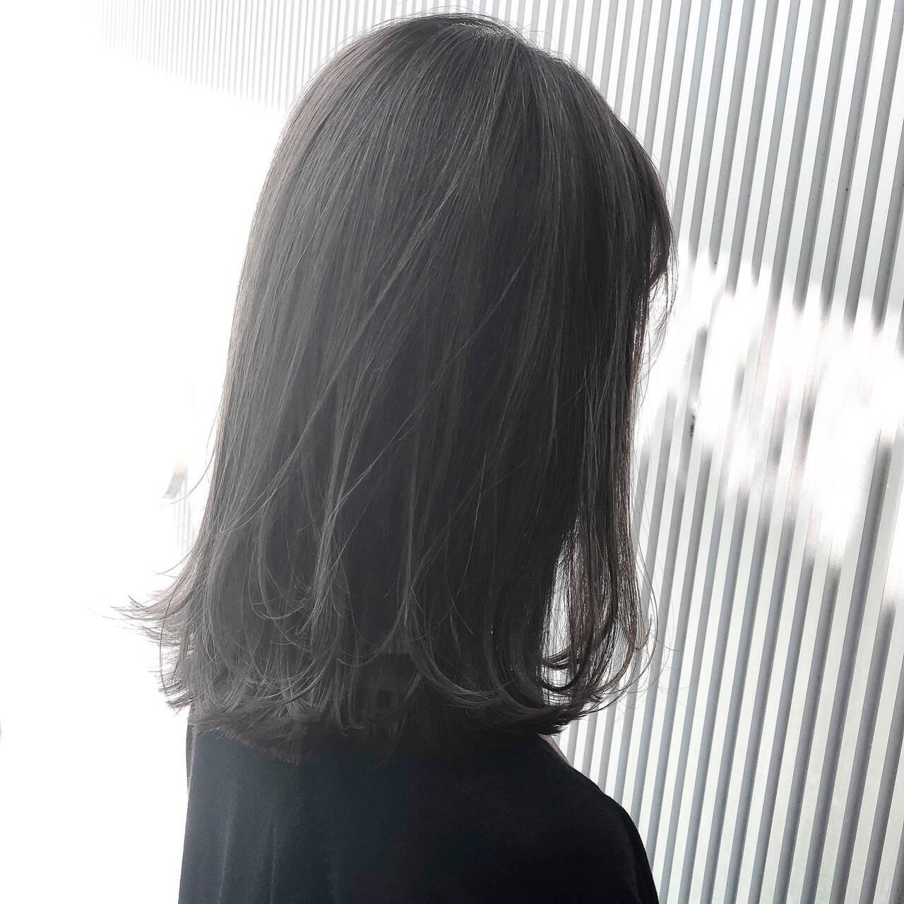 前髪 ストレート ナチュラル アッシュグレージュヘアスタイルや髪型の写真・画像
