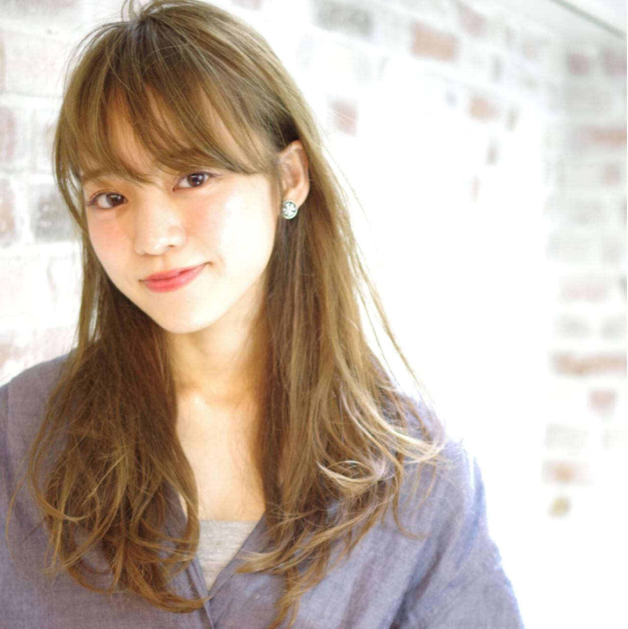 外国人風 フェミニン アッシュ セミロングヘアスタイルや髪型の写真・画像