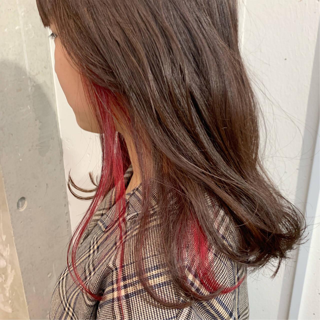ガーリー インナーカラー セミロング ハイトーンヘアスタイルや髪型の写真・画像