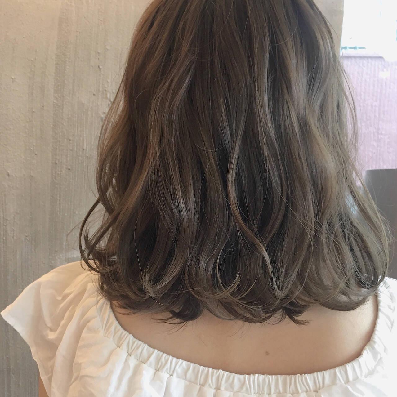 女子会 オフィス 透明感 リラックスヘアスタイルや髪型の写真・画像