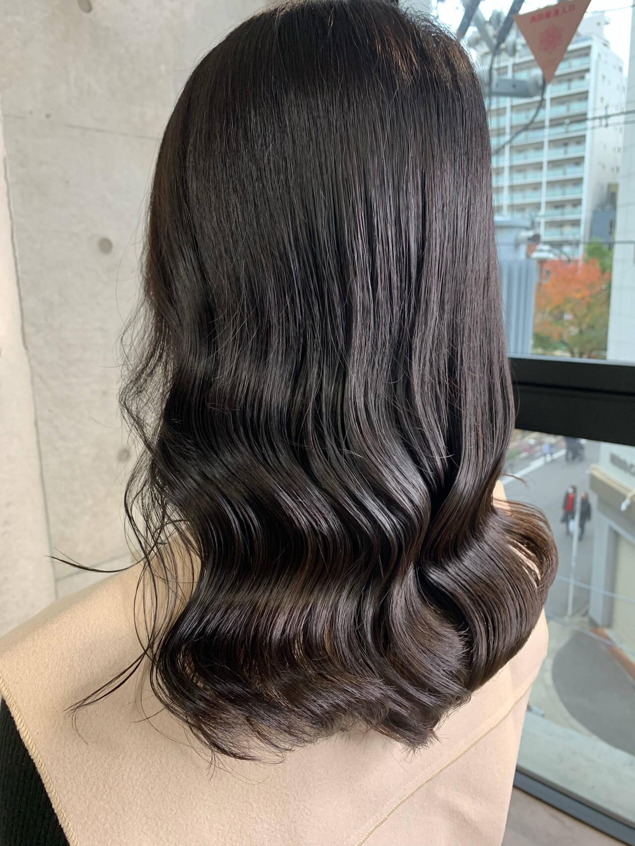 ロング グレージュ ヌーディーベージュ アッシュグレージュヘアスタイルや髪型の写真・画像