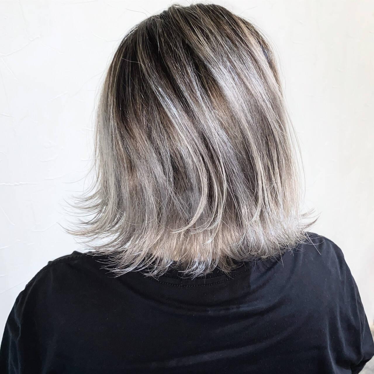 バレイヤージュ ボブ アッシュグレージュ 3Dハイライトヘアスタイルや髪型の写真・画像