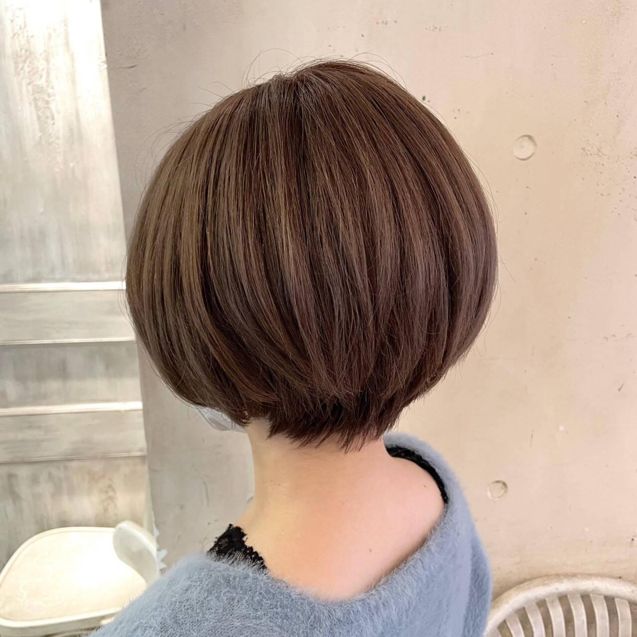 小顔ショート ショートヘア 大人かわいい ナチュラルヘアスタイルや髪型の写真・画像