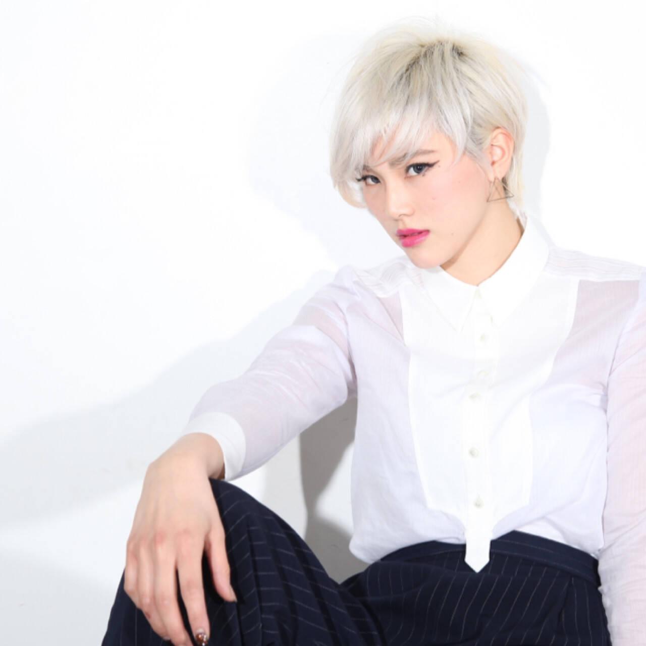 ジェンダーレス モード ホワイト ブリーチヘアスタイルや髪型の写真・画像