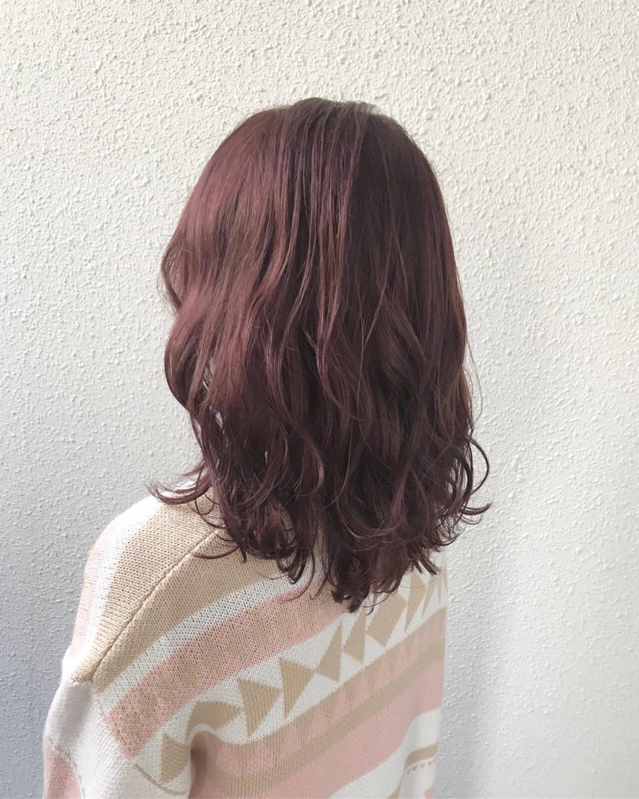 ミディアム ハイトーン 外国人風 フェミニンヘアスタイルや髪型の写真・画像