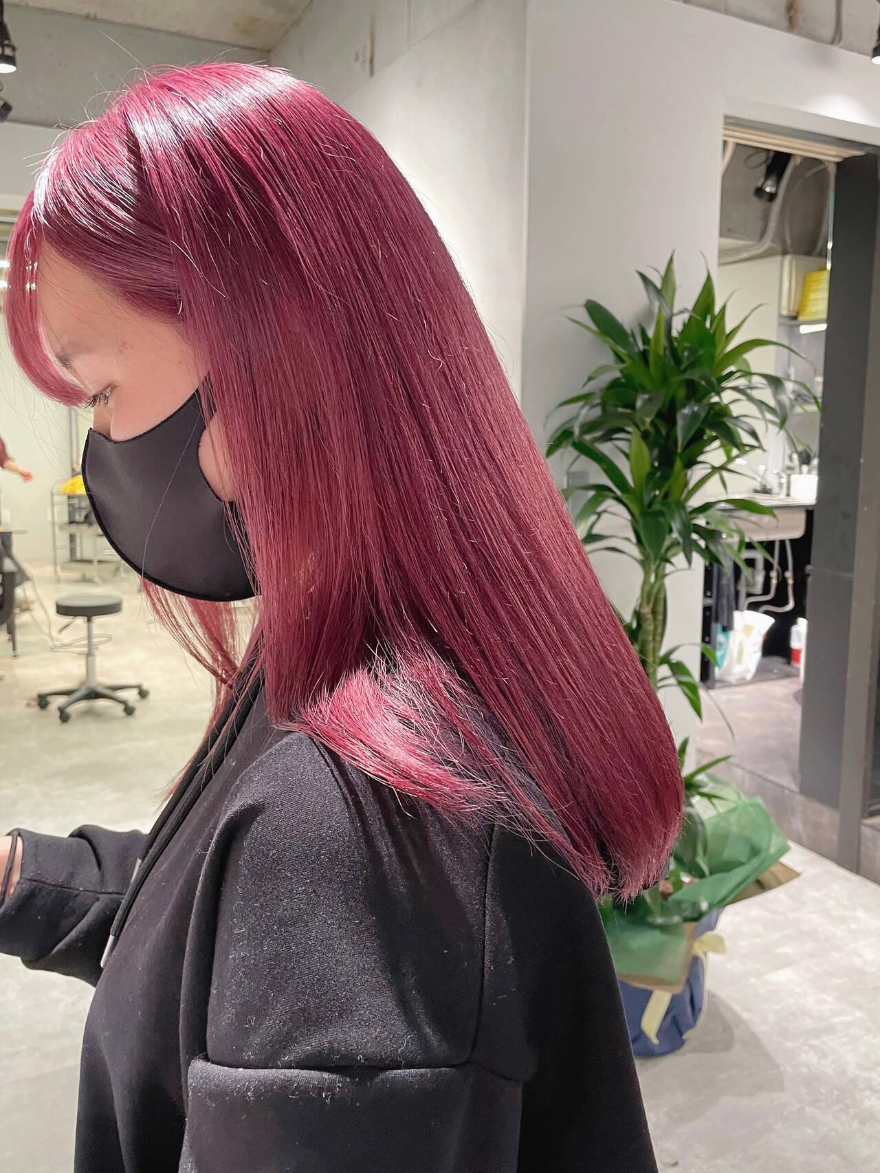 チェリーピンク ダブルカラー ハイトーン ガーリーヘアスタイルや髪型の写真・画像