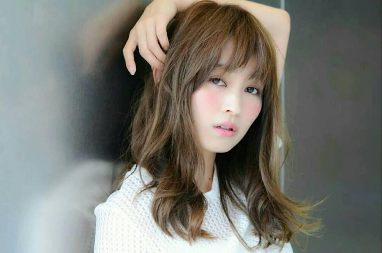 愛され セミロング 大人かわいい 前髪ありヘアスタイルや髪型の写真・画像