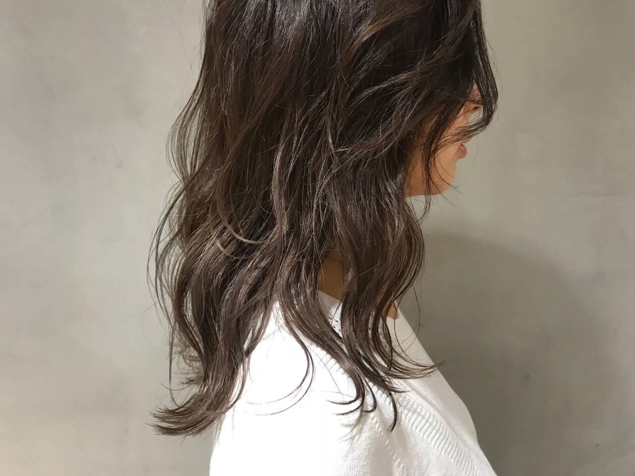 ウェーブ セミロング 透明感 ラフヘアスタイルや髪型の写真・画像