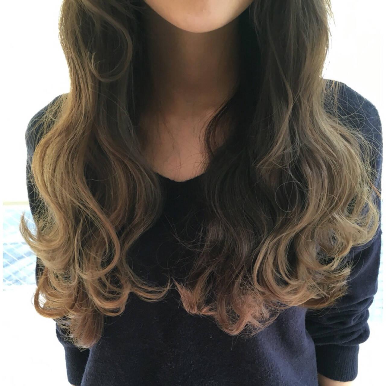 波ウェーブ イルミナカラー ヘアアレンジ ロングヘアスタイルや髪型の写真・画像