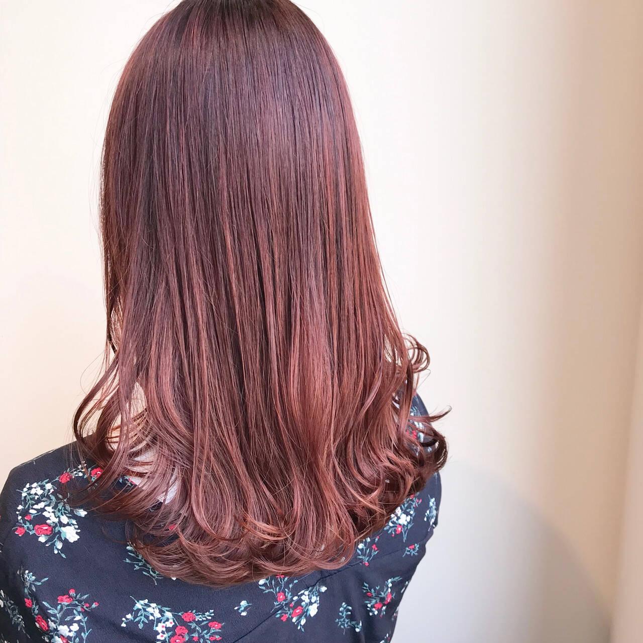 フェミニン 透明感カラー ピンクバイオレット セミロングヘアスタイルや髪型の写真・画像
