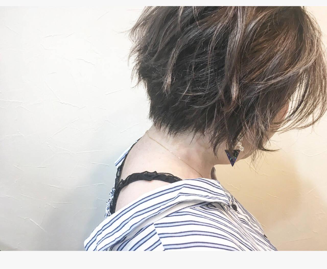 大人かわいい コンサバ ショート グレージュヘアスタイルや髪型の写真・画像