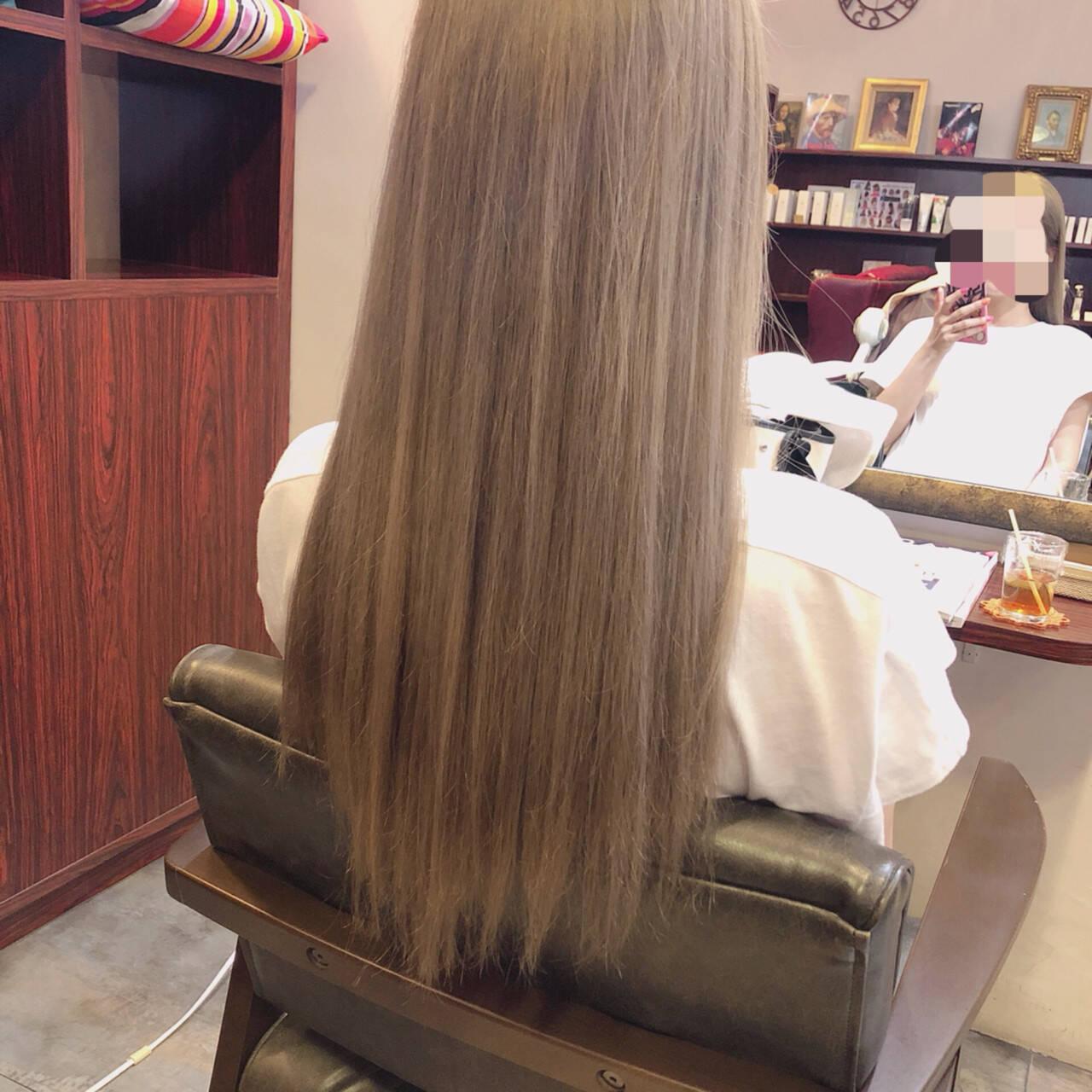 ロング ダブルカラー ブリーチ グレージュヘアスタイルや髪型の写真・画像