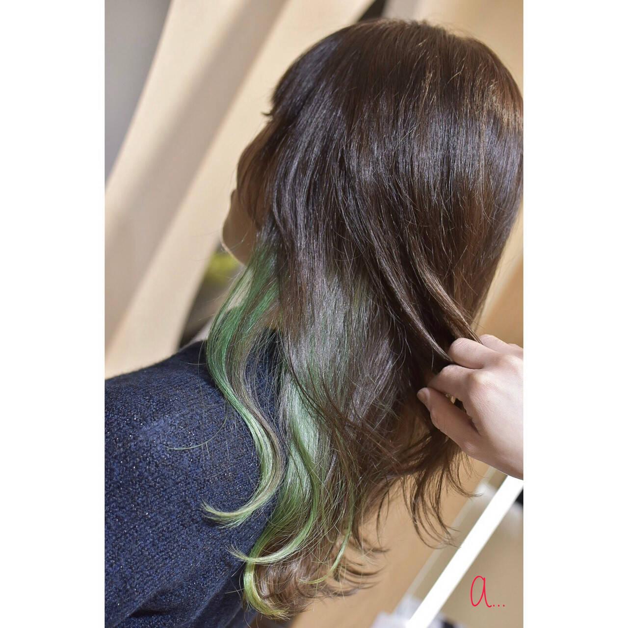 グリーン モード イヤリングカラー インナーグリーンヘアスタイルや髪型の写真・画像