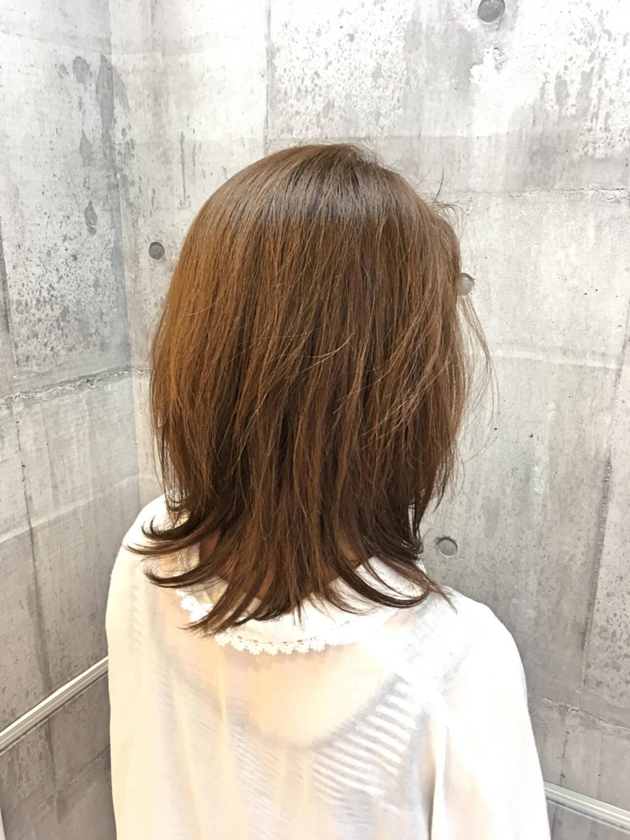 ミディアム イルミナカラー レイヤーカット 透明感ヘアスタイルや髪型の写真・画像