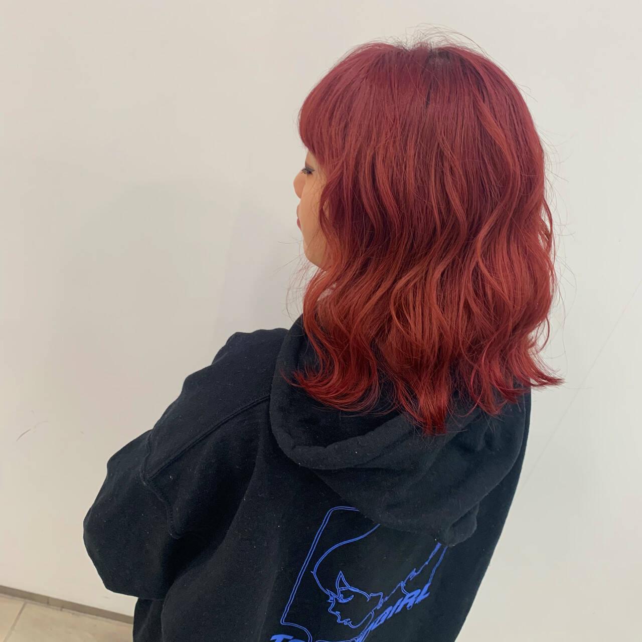 韓国 コテ巻き ブリーチ レッドヘアスタイルや髪型の写真・画像