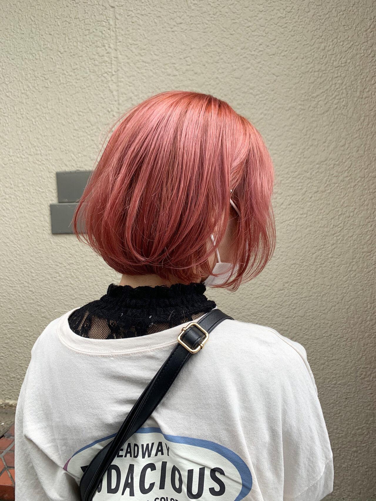 ピンクベージュ インナーカラー ボブ ストリートヘアスタイルや髪型の写真・画像