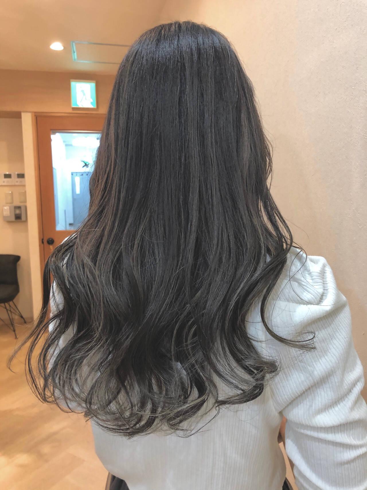 バレイヤージュ コンサバ アッシュグレージュ 外国人風カラーヘアスタイルや髪型の写真・画像