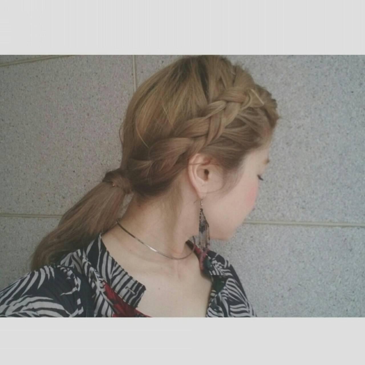 ロング 編み込み グレージュ ヘアアレンジヘアスタイルや髪型の写真・画像